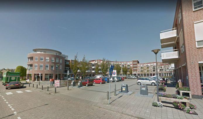 De blauwe zone wordt van kracht zodra er borden zijn geplaatst bij het Dokter H. de Vriesplein. Voor de vakken in kwestie geldt vanaf dan van maandag tot en met vrijdag tussen 7.00 en 17.00 uur een maximale parkeerduur van één uur.