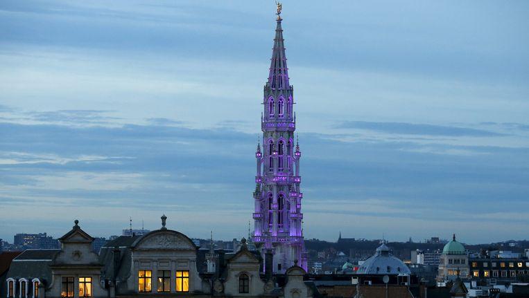 Het stadhuis in Brussel, waar de oud en nieuw festiviteiten zijn afgelast. Beeld REUTERS