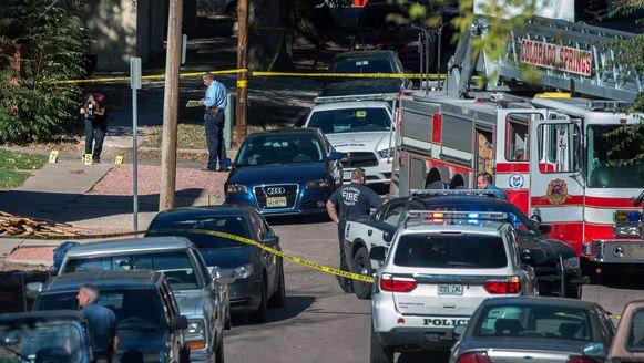 Een straat is afgezet in het centrum van Colorado Springs na een schietpartij zaterdag.