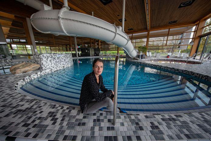 Sportfondsen wil stoppen met Zwembad de Steur, want te weinig bezoekers. Per 1 mei willen ze opzeggen, met een opzegtermijn van 1 november. Op de foto manager Daniëlle Koopman.