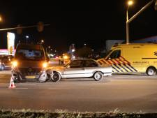 Automobilist gewond door botsing bij verkeerslichten in Lunteren