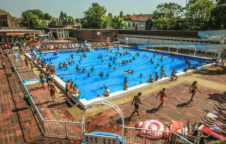 Het openluchtzwembad, donderdagnamiddag.