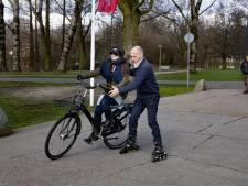 Proef gestart op TU Eindhoven: 'Fietsen geeft blinden enorm gevoel van vrijheid'