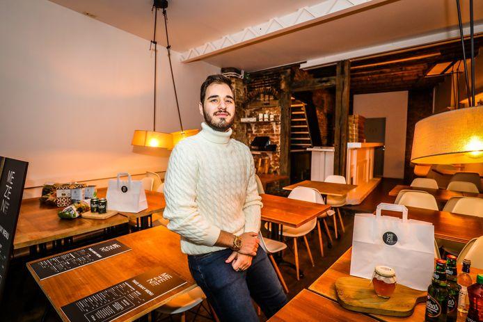 In de Dweerstraat te Brugge is een nieuw Grieks restaurant Mezen: Jiannis Sakellariou.