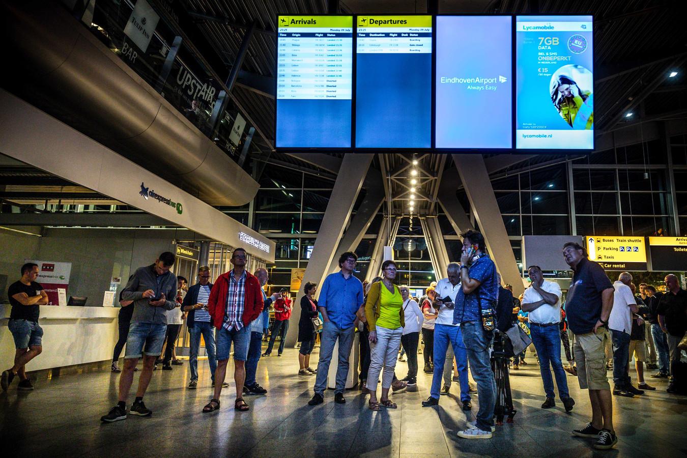 Archieffoto van gestrande reizigers op Eindhoven Airport.