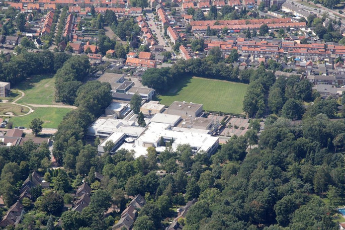 Luchtopname van het Strabrecht College in Geldrop.