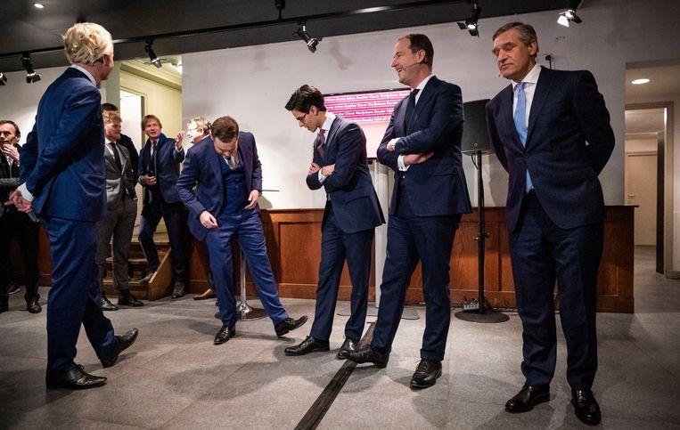 Fractievoorzitters (VLNR) Geert Wilders (PVV), Klaas Dijkhoff (VVD), Rob Jetten (D66), Lodewijk Asscher (PVDA) en Sybrand Buma (CDA), voorafgaand aan het RTL Verkiezingsdebat in de Rode Hoed.  Beeld Freek van den Bergh / de Volkskrant