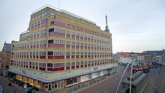 Tekenend voor de leegstand in middelgrote plaatsen zijn de voormalige V&D-gebouwen zoals in Haarlem, zo concluderen de vastgoedconsultants.