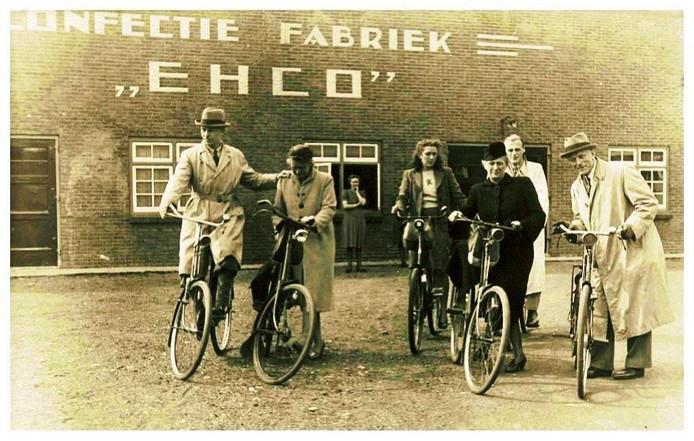 Uiterst rechts vooraan Suze en Albert Plesman.