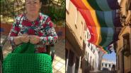 Ongezien: 13 buurvrouwen haken 50 meter lange LGBTI-vlag die straat siert als symbool voor gelijkheid