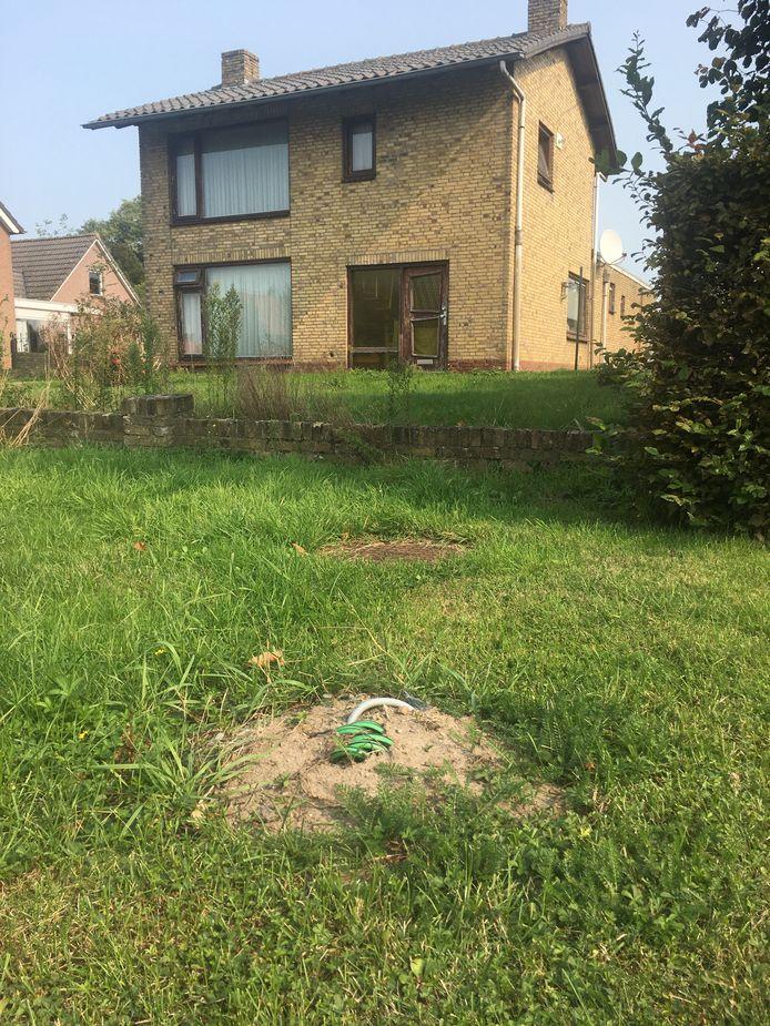 Wat rest van de 'vermoorde' flitspaal in Lith: beton met wat kabelwerk.