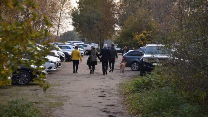"""Politie voert controles uit aan Heidebos: """"Niet evident om toestroom aan wandelaars in goede banen te leiden"""""""