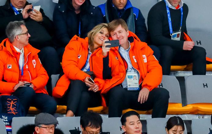 Koning Willem-Alexander en koningin Máxima in de Gangneung Oval.