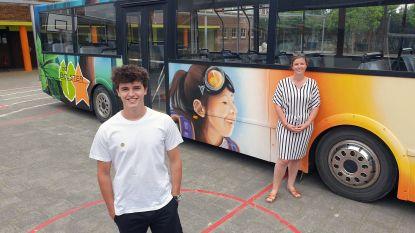 Graffiti-artiest Pieter (21) tovert oude bus van De Lijn om tot schoolbus voor De Bolster