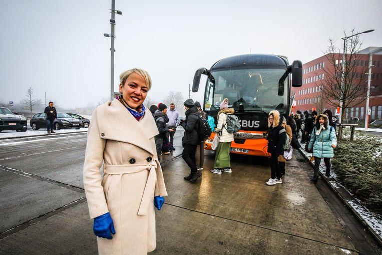 Brugge Sandrine De Crom wil overdekte wachtplaatsen aan busparking achterkant station