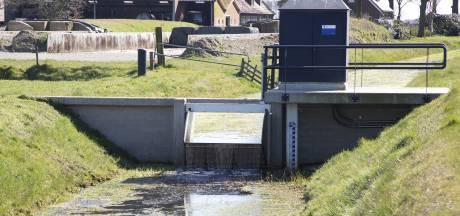 Lekkende stuwen aangepakt: Wierdense Veld is niet gebaat bij té veel water