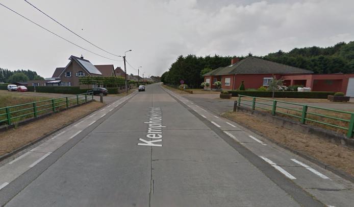 Op de Kemphoekstraat mag je zeventig per uur rijden. Verkeer van rechts heeft hier echter 'gewoon' voorrang.