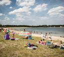 De komende dagen zullen veel mensen verkoeling zoeken aan een plas, de kans op een regionale hittegolf rond plaatsen als Zutphen is volgens meteorologen groot.