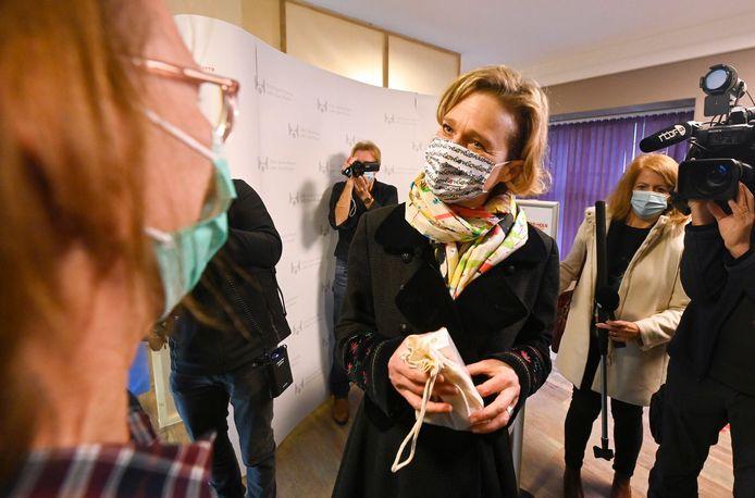 Une première apparition en tant que princesse pour Delphine de Saxe-Cobourg, à l'occasion du Vaccine Day à l'hôpital Saint-Pierre