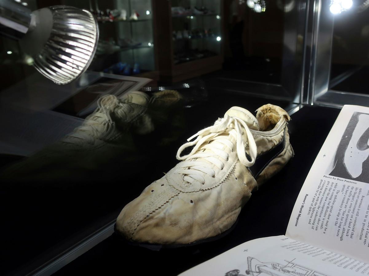 De schoen in veilinghuis Sotheby's.