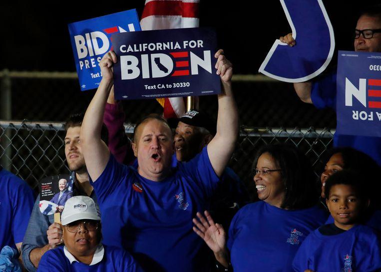 Aanhangers van Joe Biden in Los Angeles. Beeld REUTERS