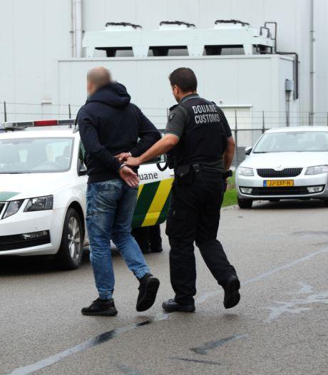 Acht aanhoudingen en 1,5 miljoen sigaretten gevonden bij illegale fabriek in Kapelle