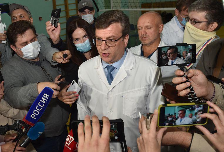 Alexander Murakhovsky, de hoofdarts van het ziekenhuis waar Navalny behandeld wordt.  Beeld EPA