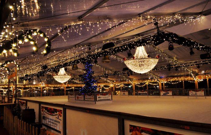 De schaatsbaan in Bergen op Zoom vorig jaar. Zo komt de baan in Tilburg er ook uit te zien.
