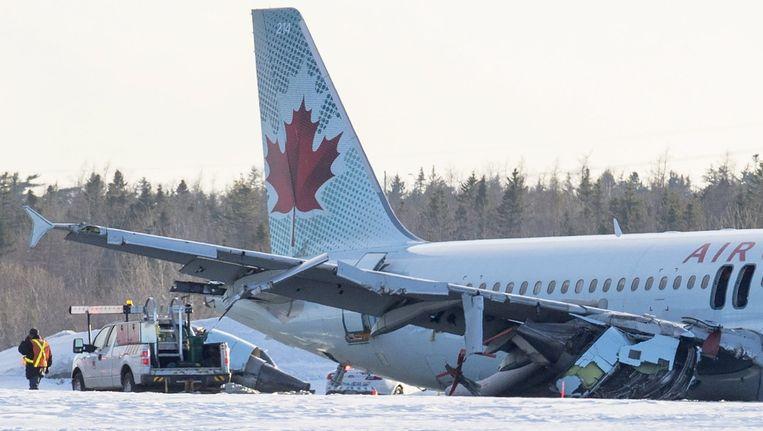 Het vliegtuig na de landing in Halifax. Beeld reuters
