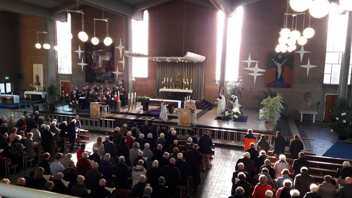 Laatste eucharistieviering in grote kerk in Son