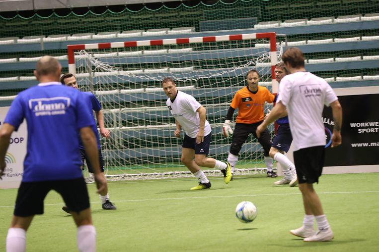 Vital Borkelmans (centraal) en Dimitri Leue als goalie