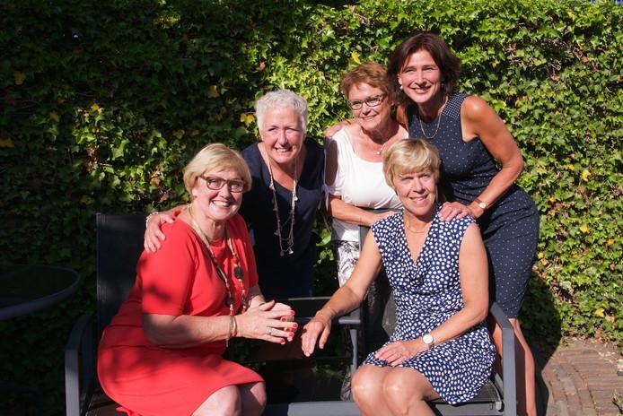 De 'harde kern': Nel, Annemiek, Marion, Margriet en Mieke
