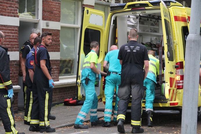Uiteindelijk werd het slachtoffer per ambulance naar het ziekenhuis gebracht.