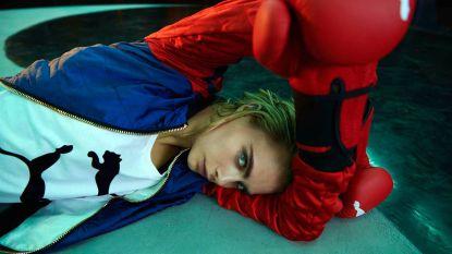Cara Delevingne toont bokscollectie in samenwerking met Balmain en Puma