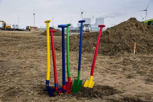 Het begin van de bouw van Googles megadatacenter bij de Eemshaven. de provincie wil nu dolgraag Tesla in huis halen