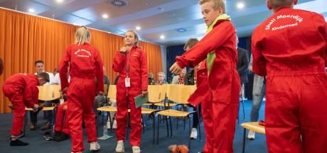 Kinderen adviseren Shell Moerdijk inclusief felrood overall
