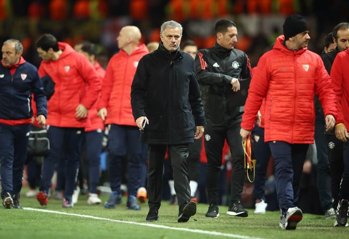 Jose Mourinho gisteren na de verloren Champions League wedstrijd tegen Sevilla.