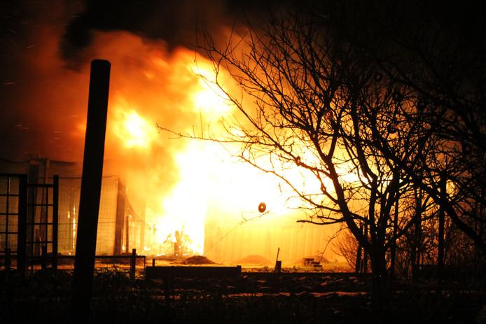 Brand in een schuurtje aan de Koningin Julianastraat in Tholen.