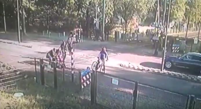 Omstanders schieten de vrouw in nood te hulp