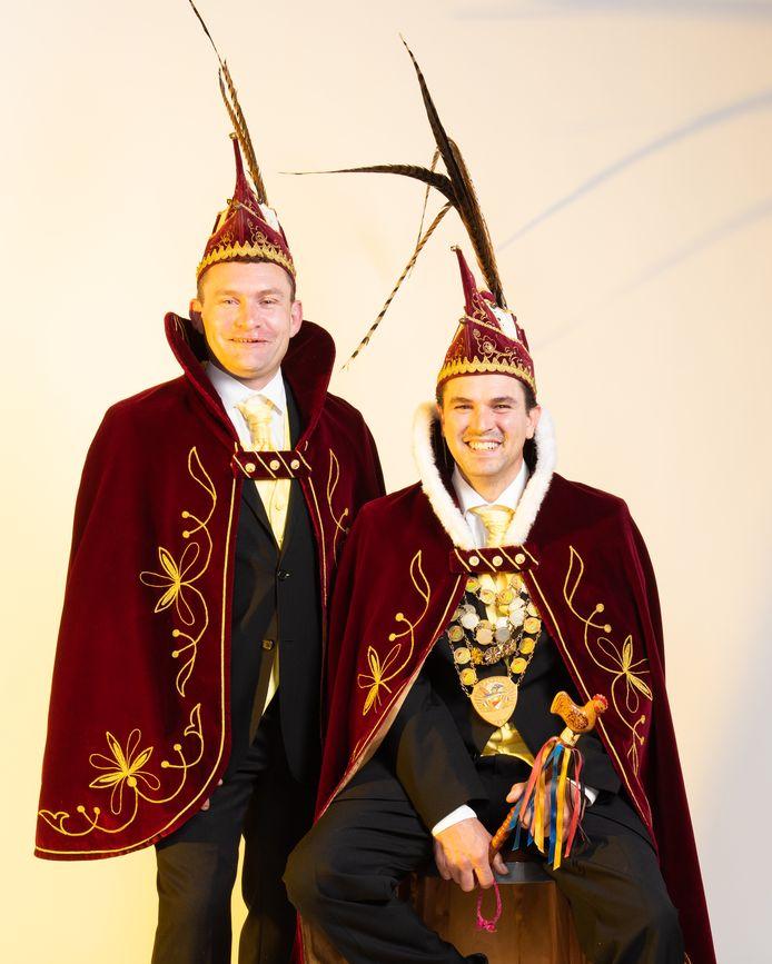 Prins Kevin d'n Urste, geflankeerd door zijn adjudant Ruud