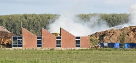 Hooiberg in brand gevlogen bij groenrecyclingbedrijf in Brakel