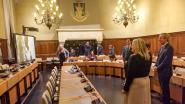 Gemeenteraad in coronatijden: 10 van de 41 raadsleden aanwezig, waarvan 6 van Vlaams Belang - Beperkte agenda in 42 minuten afgerond