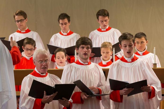 Het Kampen Boys Choir zingtmuziek uit verschillende tijdsperioden tijdens een concert voor hun Engeland-reis.