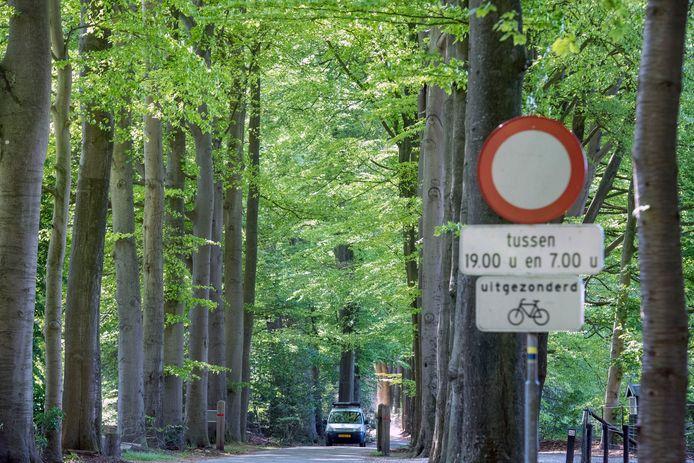 De Sprielderweg tussen Drie en Putten wordt afgesloten voor gemotoriseerd verkeer.