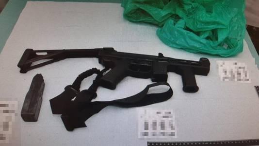 Een van de in Oss aangetroffen wapens.
