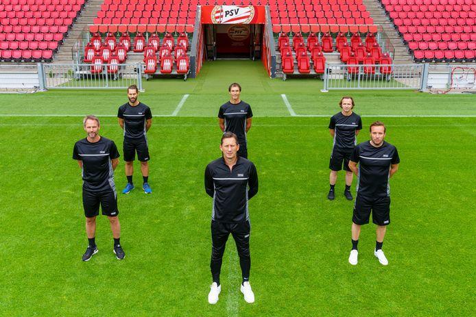 Roger Schmidt (midden vooraan) start op 20 juli de voorbereiding met PSV.