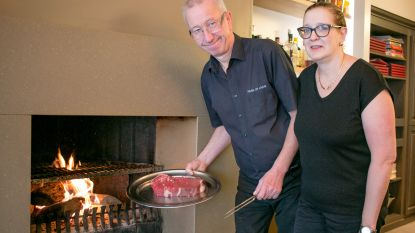 """Patrick en Carina vieren 40ste verjaardag restaurant Park en Laan: """"De beste steaks van de stad? Als iedereen het zegt..."""""""