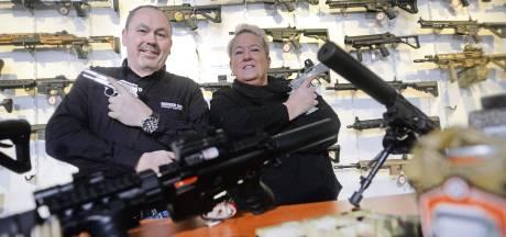 Ze zijn niet van echt te onderscheiden, deze airsoftwapens uit Oldenzaal: 'Het fascineert me'