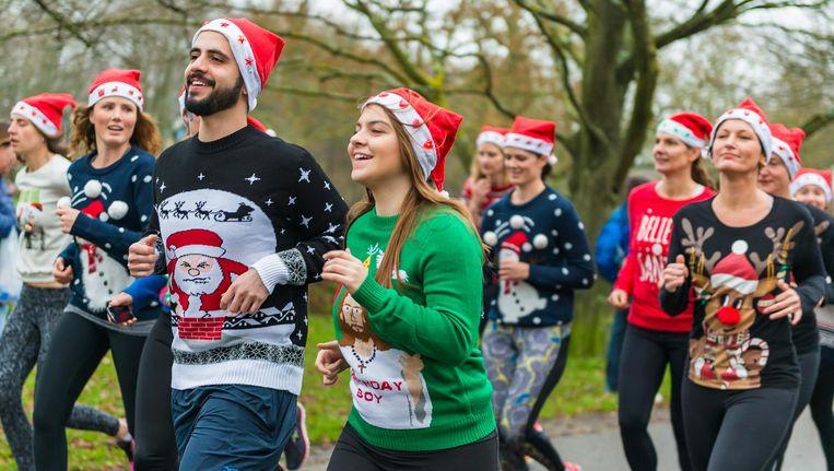Alleen de allerlelijkste kersttruien zijn te zien tijdens de Ugly Sweater Run dit weekend in het Vondelpark. Beeld Ugly Sweater Run