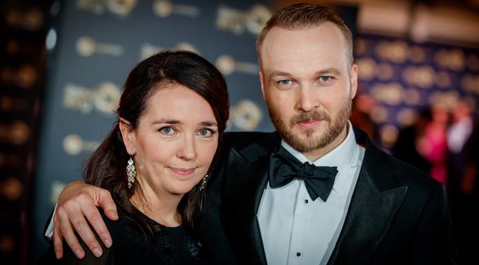 Arjen Lubach met partner op de rode loper van het 52ste Gouden Televizier-Ring Gala